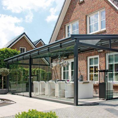 Terrassendach in grau mit Glas Elementen