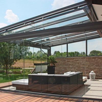 Terrassenüberdachung aus Glas und Aluminium