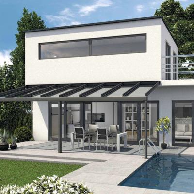 Terrassenüberdachung an einem Pool