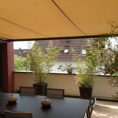 Orangene Terrassen-Markise